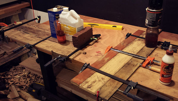 Clamping pallet boards