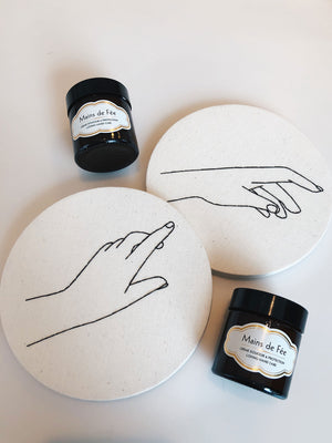 Delbove's Main de fée product, with two pictures of hands