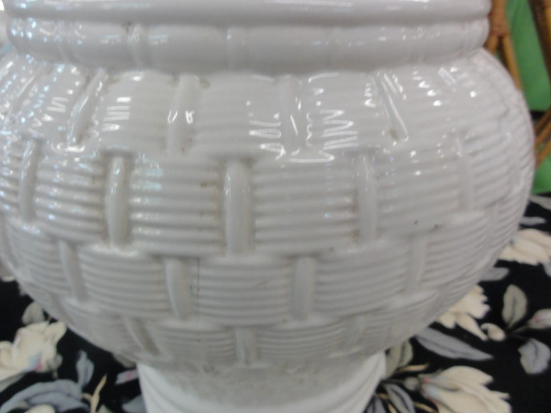 Basket Weave Ceramic Pagoda Lamp
