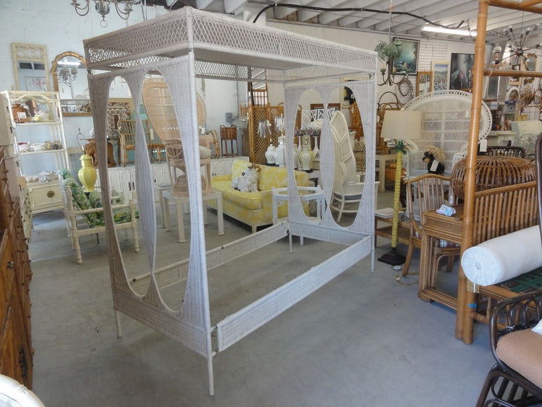 Palm Beach Chic Wicker Canopy Daybed