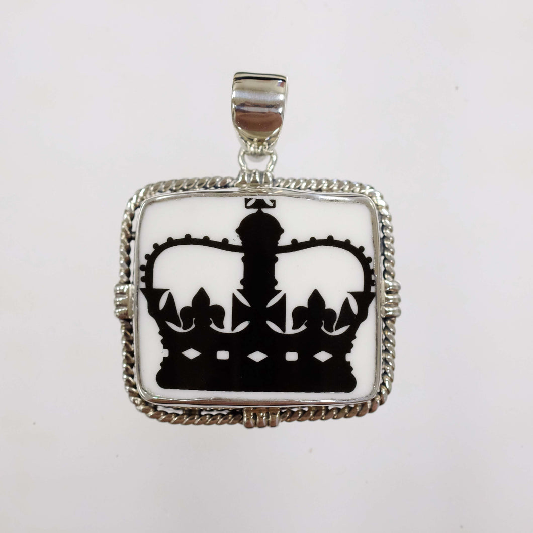 Rope Station Crown Pendant
