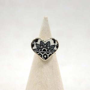 Size 5 Black Willow Heart Ring