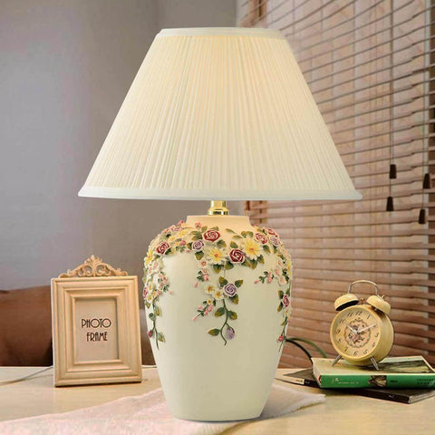 Pastoral Hand Carved Resin LED Table Lamp For Living Room Or Bedroom
