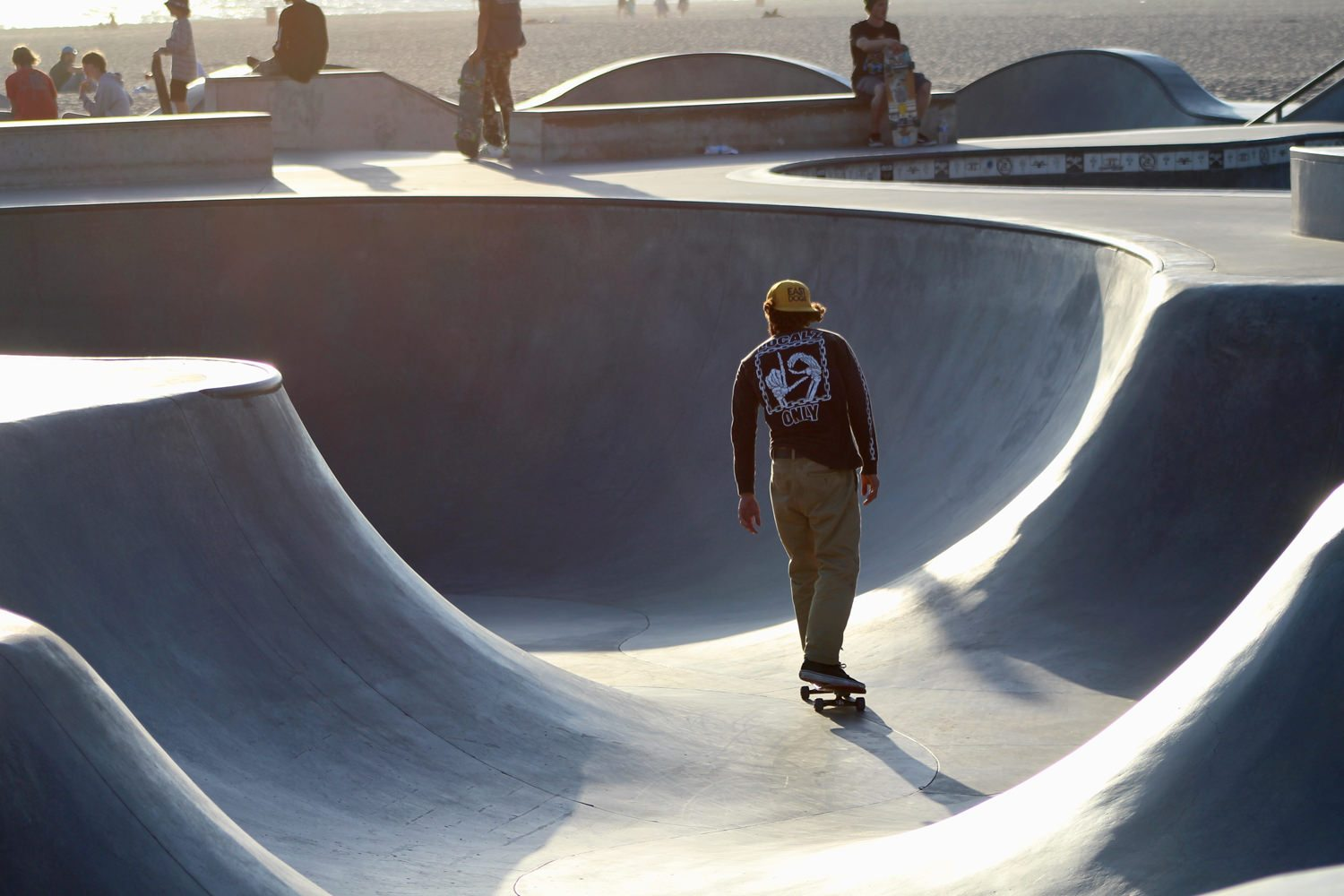 Skateboard Pool at Venice Beach - Santa Monica Pier - Bordwalk