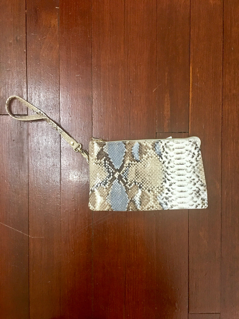 Crossbody-Wallet-Wristlets