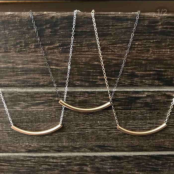 Mi Curved Bar Necklace