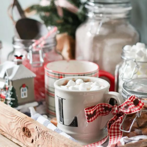 13 Simple Christmas Decor Ideas for the Kitchen