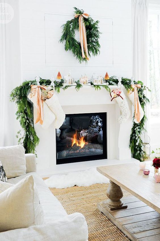 Simple and Elegant Christmas Fireplace Mantle Decor Ideas