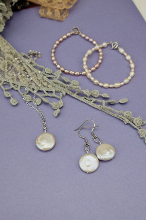 Handmade elegant pearl earrings necklace bracelet jewellery