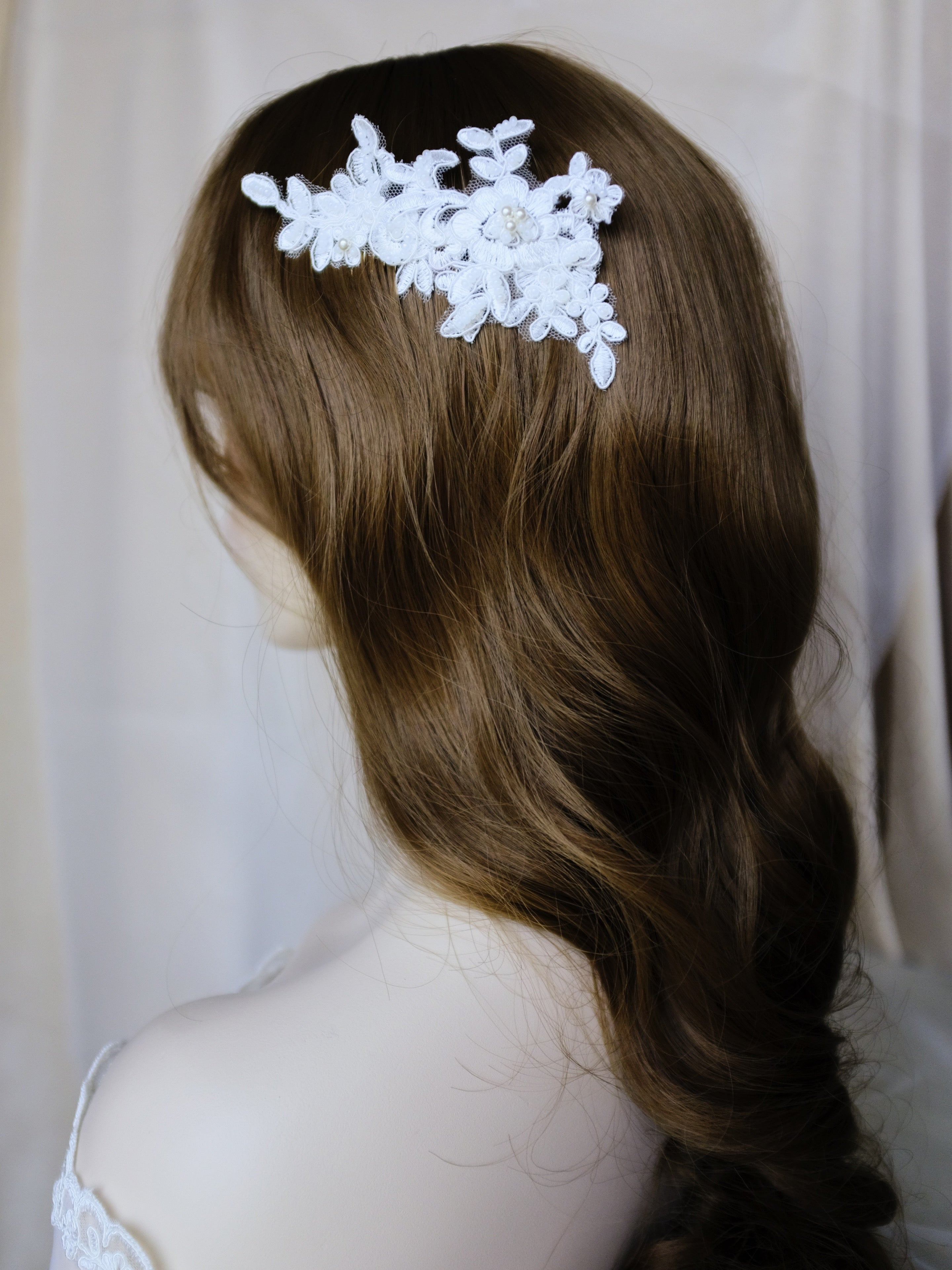 Elegant bridal hairstyle vintage waves, wedding hairpiece lace comb