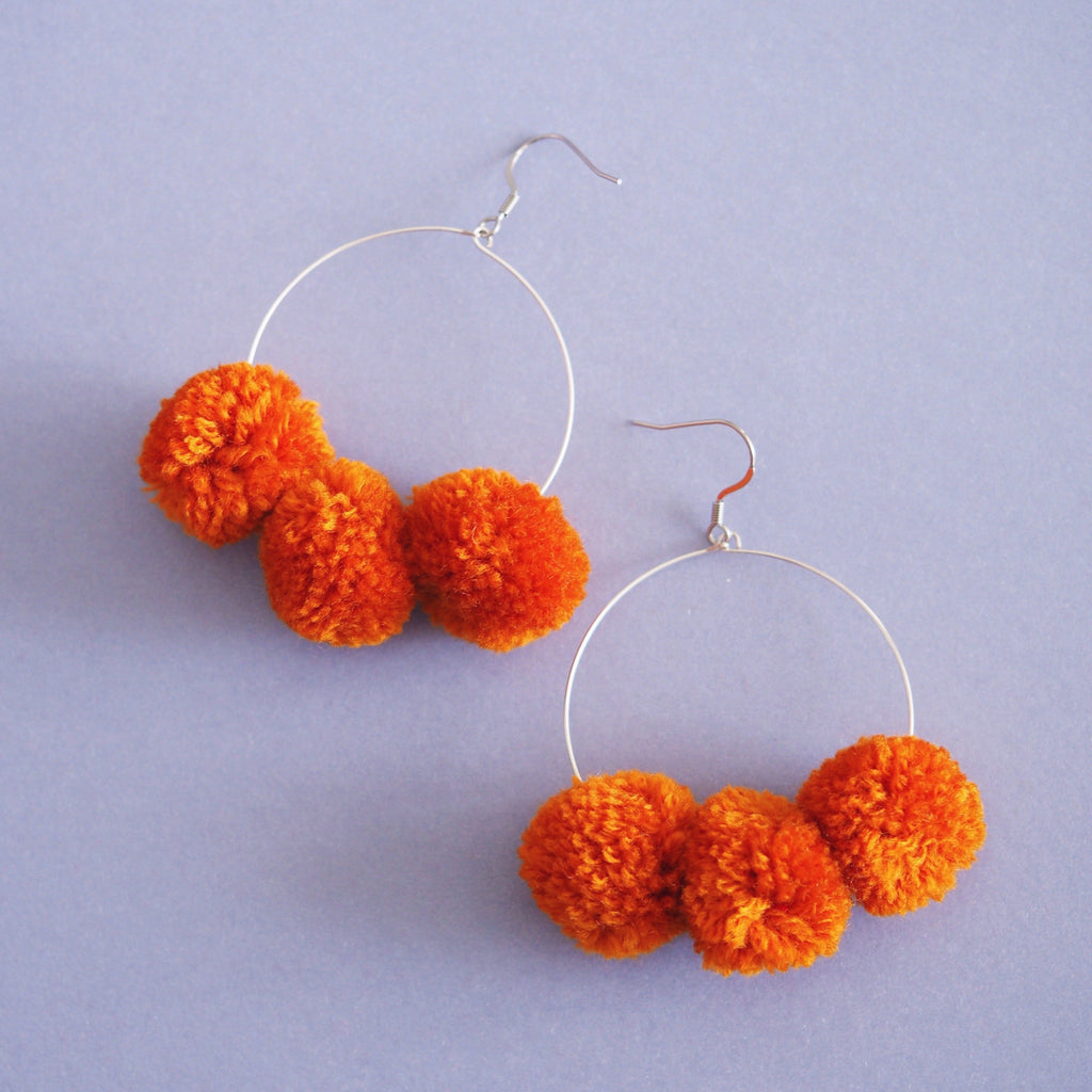 Betty pom pom earrings in Apricot