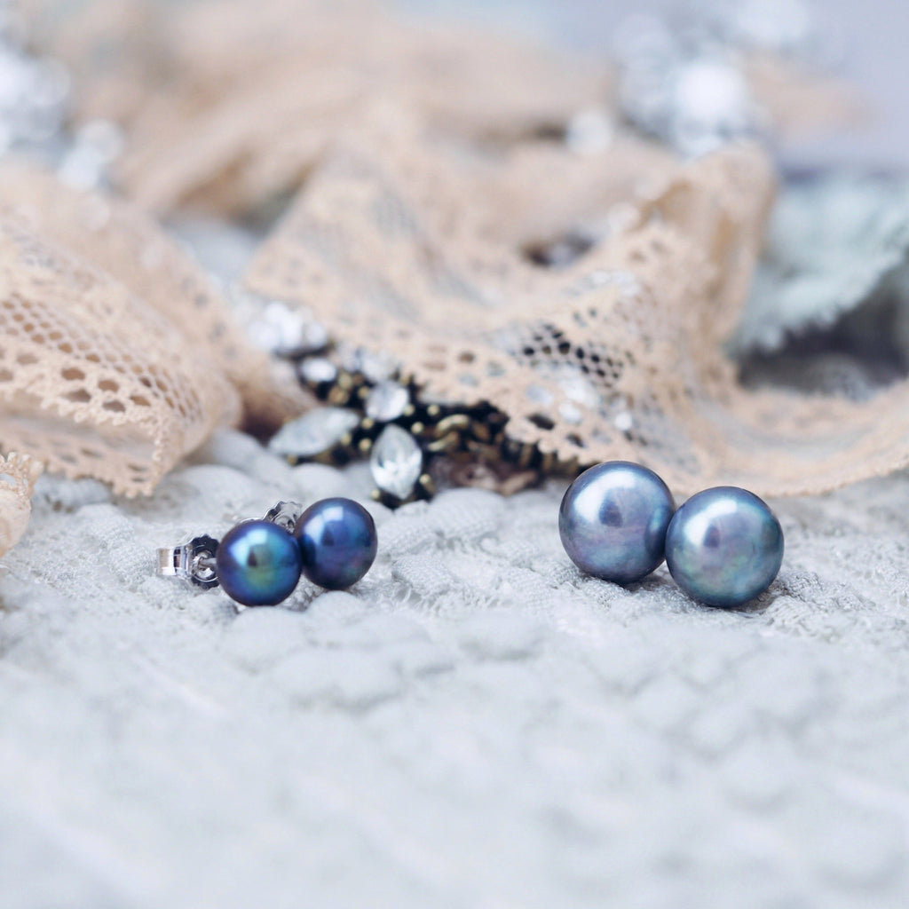 Classic freshwater pearl earrings in blue