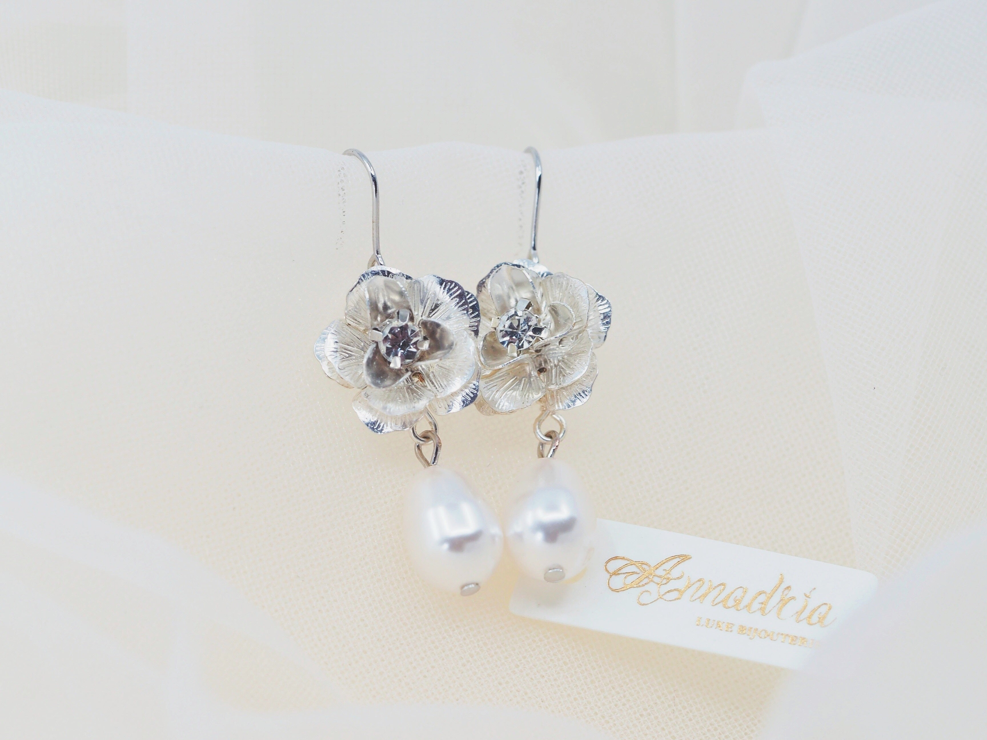 Vintage style bridal earrings with rhinestone flower and pearl drop