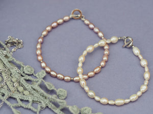 Delicate classic freshwater rice pearl bracelets