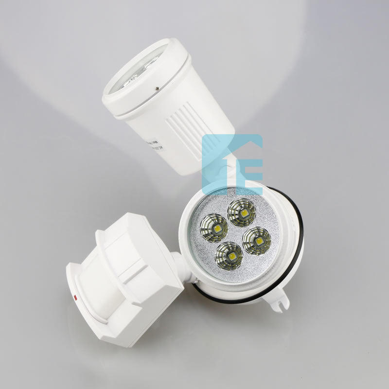 Chamberlain Sensor Light White LED Twin Head With 180° Sensor