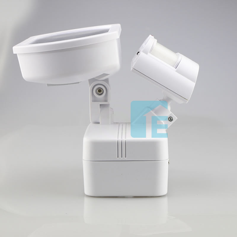 Chamberlain Sensor Light White LED Head With 180° Sensor + Solar Charged Operation