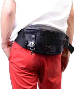SEAL bum bag PS149 black model on waist view