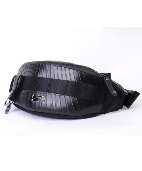 SEAL bum bag PS149 black model over shoulder view