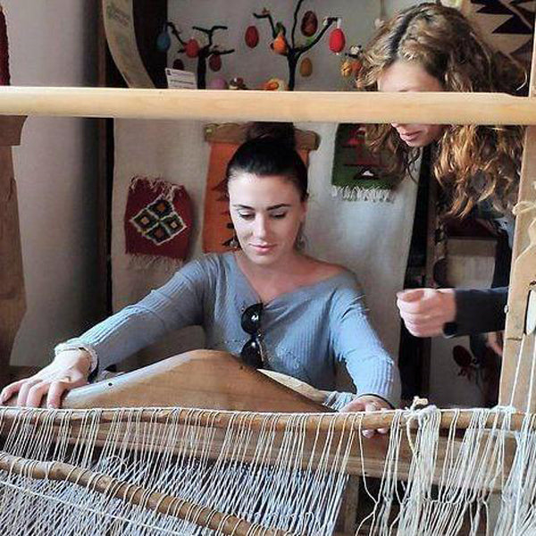 Workshop on weaving in the valley of roses with coffee tasting
