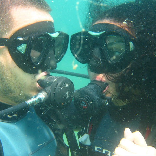 Scuba diving experience for couples with underwater photo shooting