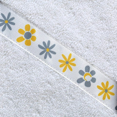 *PRE-ORDER* Daisies adult hooded towel (13+ yrs). Dispatch in 1-2 weeks