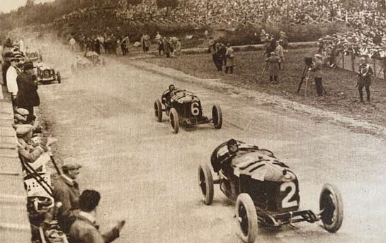 Period photo of Alfa Romeos racing