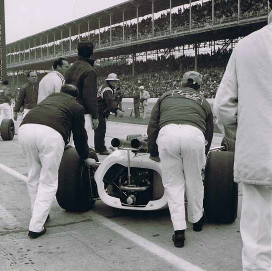 Lolas on Speedway's grid for the first time that year