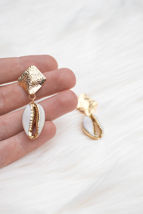 Stevie Cowrie Shell Earrings - White