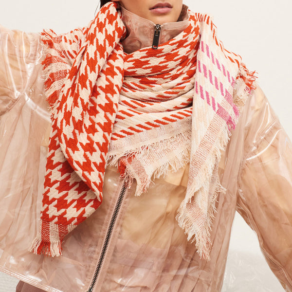 JANE CARR Houndstooth Square in Camellia, cotton scarf with Lurex - model