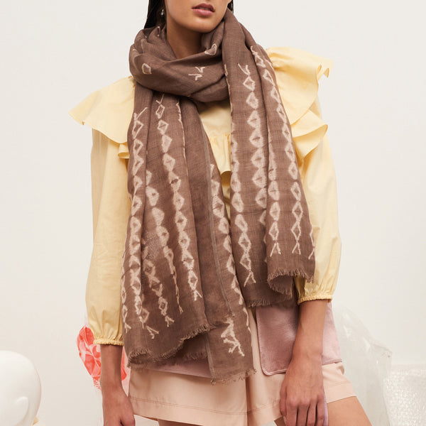 JANE CARR The Mojave Wrap in Adder, linen tie-dye scarf - model