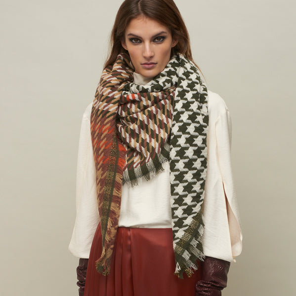 JANE CARR The Houndstooth Square in Khaki, checked lambswool cashmere scarf with Lurex – model