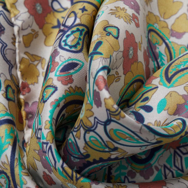 JANE CARR The Pixie Petit Foulard in Lichen, silk twill printed scarf – Detail