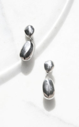 Sculptural drop earrings in 925 silver from Taxco, Mexico from the late 1970s. Original patina. Push backing in silver for pierced ears.