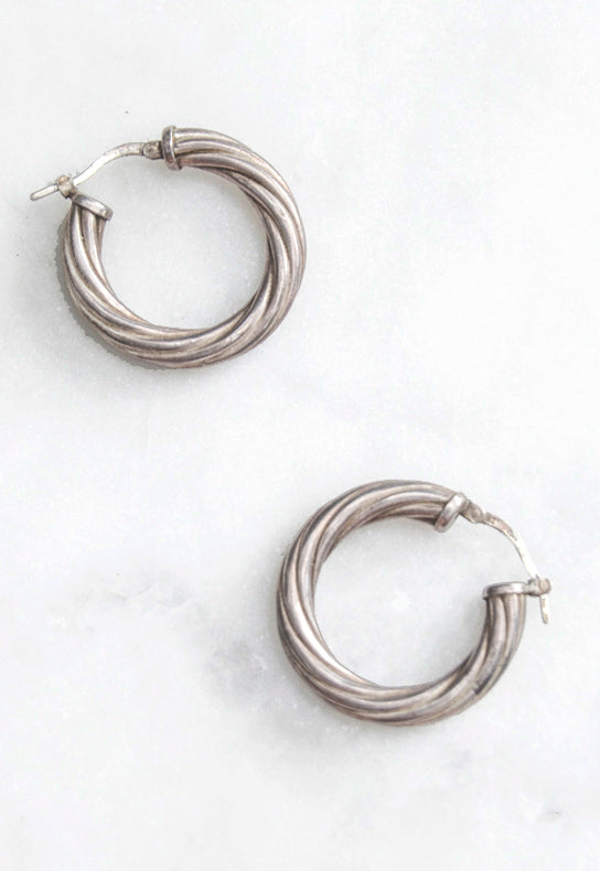 Vintage Silver Hoop Earrings with a Twist in 925 silver. Estate silver hoops in the rich original patina. Latched push backing for pierced ears in silver.