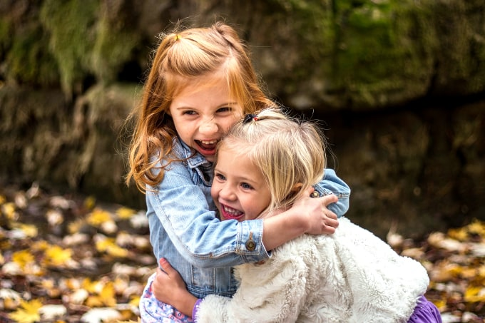 Hugging – 7 Benefits For You And Your Child (Backed By Science)