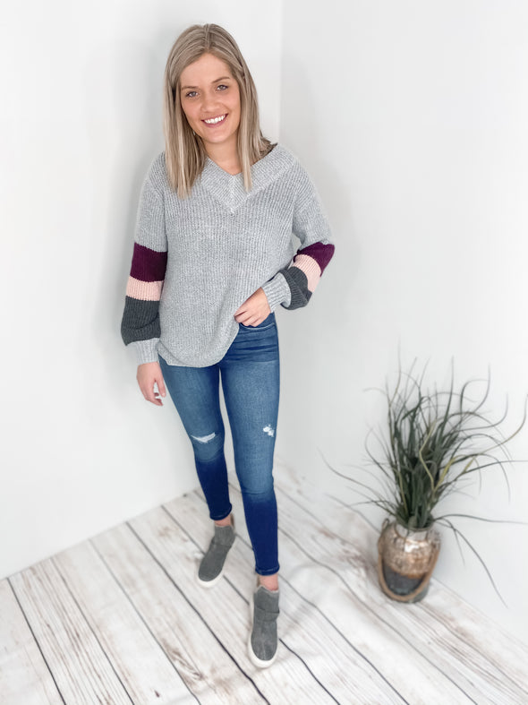 Signature V-neck Sweater