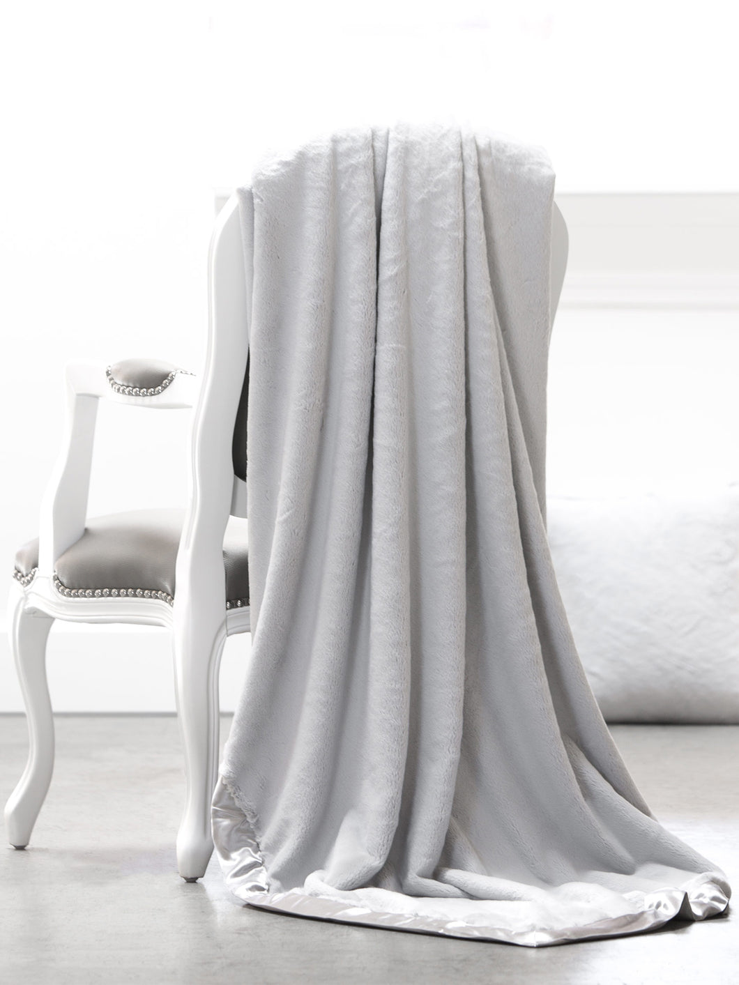 LG Luxe™ Throw Blanket, Silver