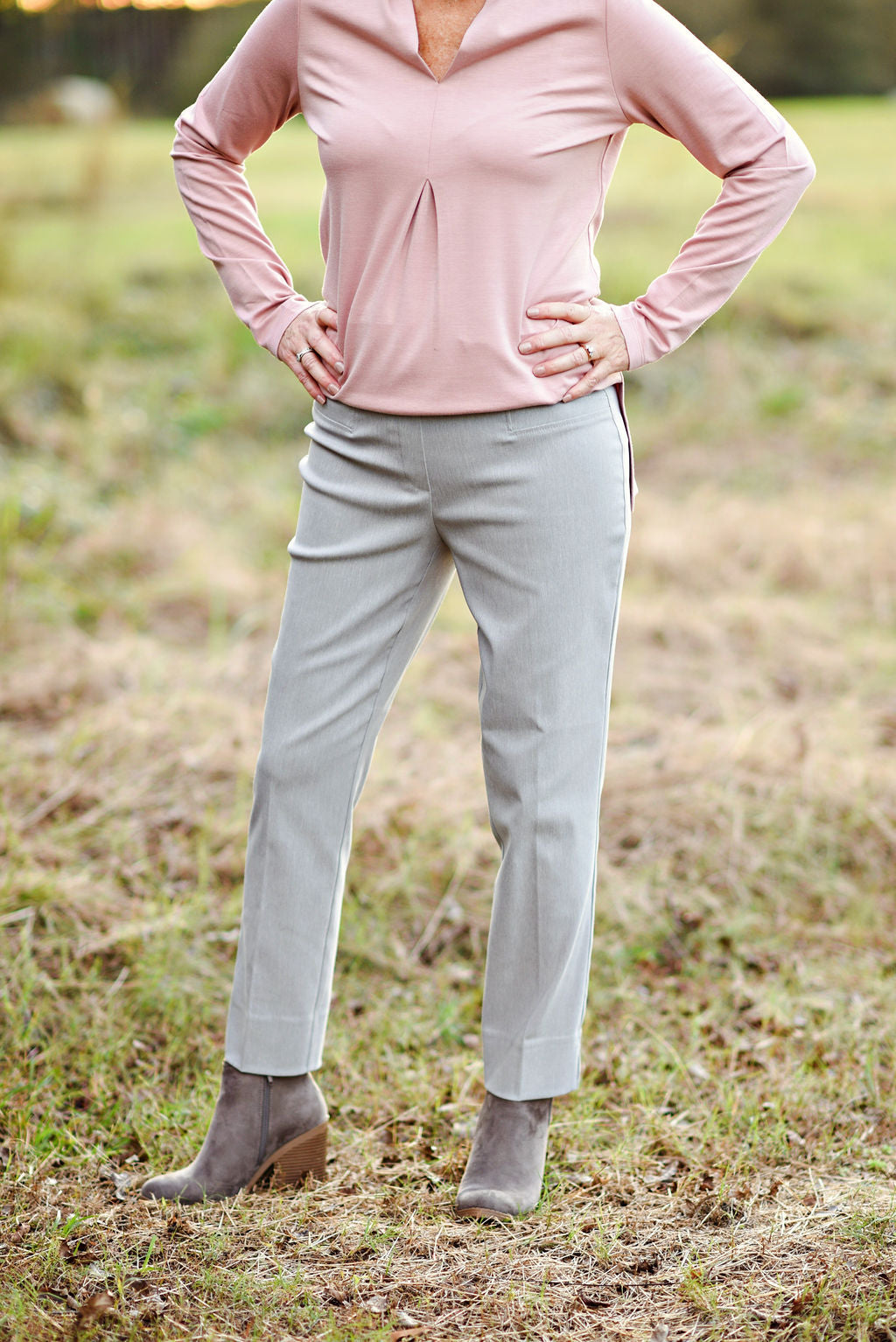 Renuar Cigarette Ankle Pant in Heather Silver