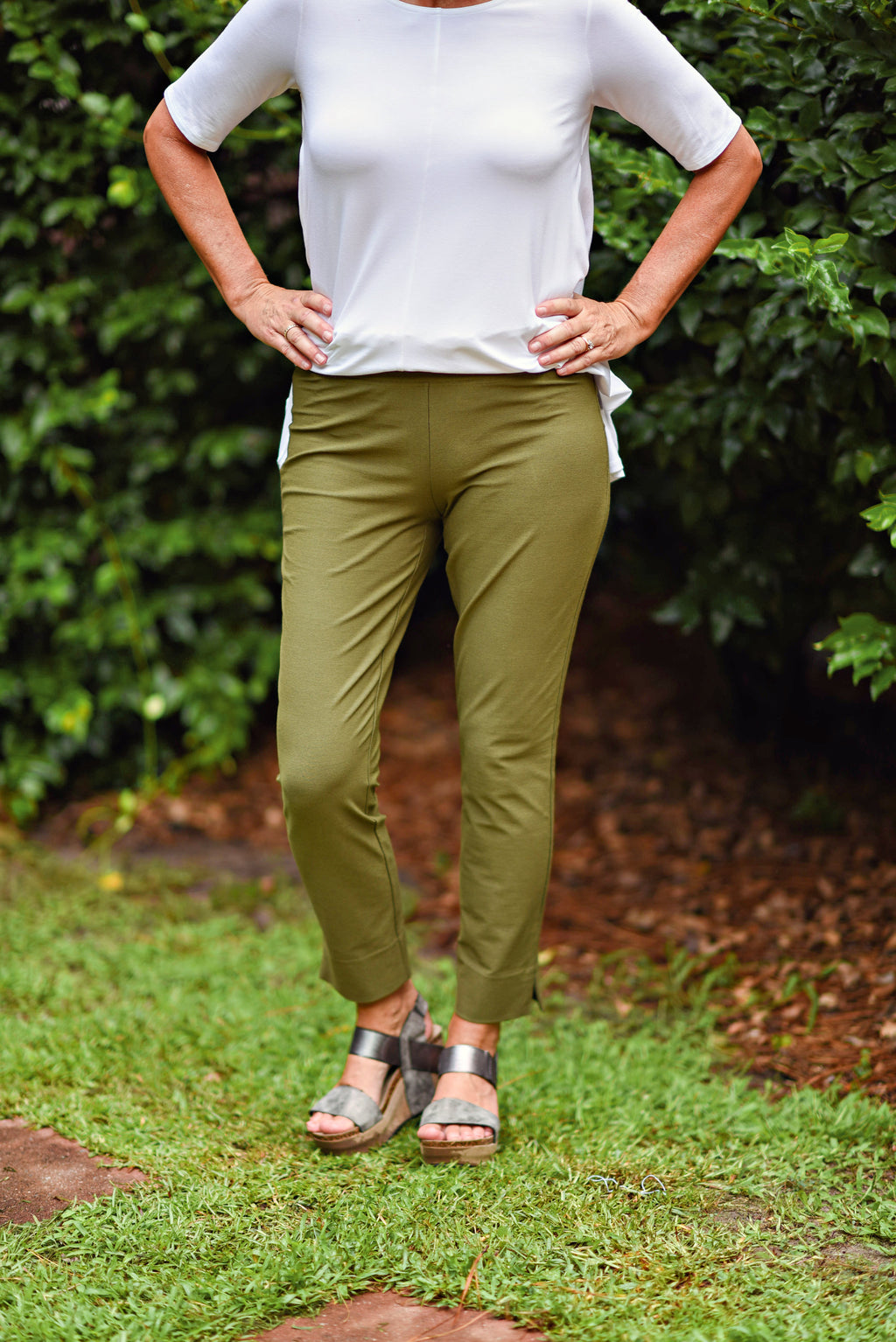 Eileen Fisher Slim Cropped Pant in Washable Stretch Crepe in Olive