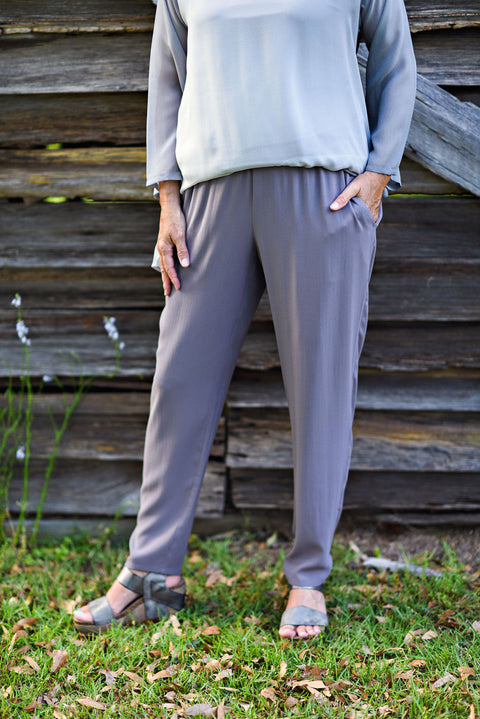 Eileen Fisher Slouchy Straight-Leg Crepe Ankle Pant in Luna