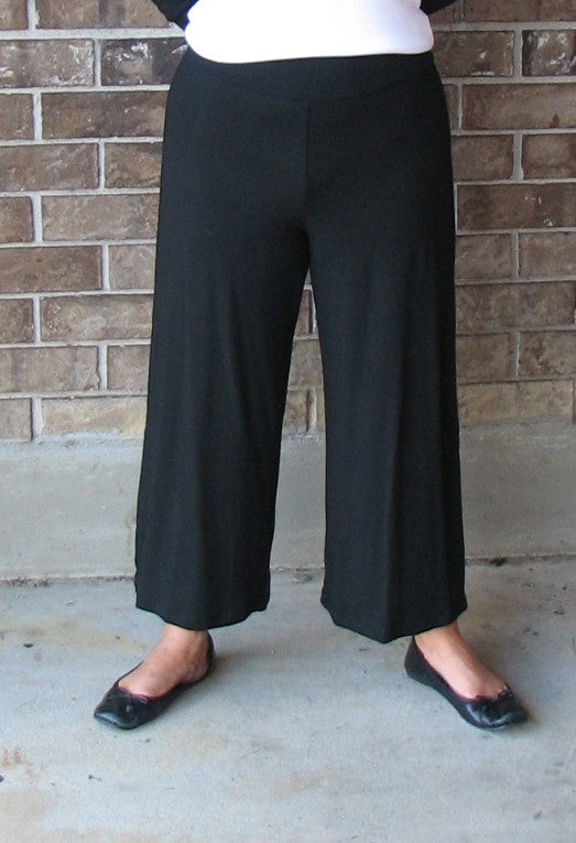 Flax In Motion Cropped Pant in Black