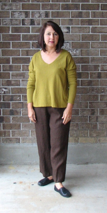 Flax Neutral Vee Crop Tee in Split Pea