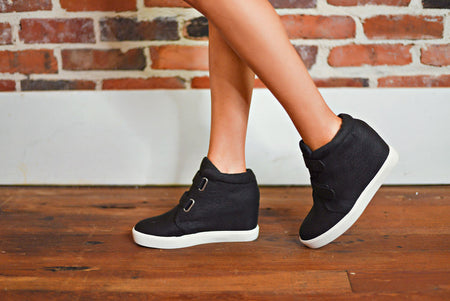Leading The Way Wedge in Black