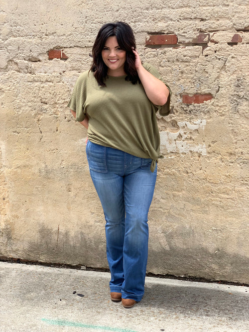 My Good Side Curvey Top in Olive