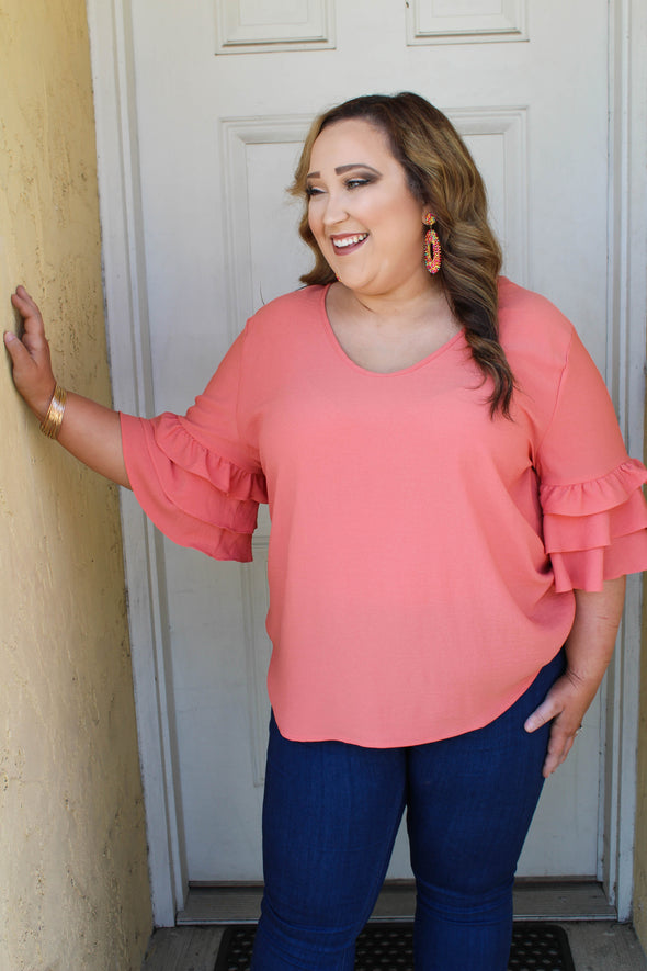 Can't Resist Curvey Top in Coral