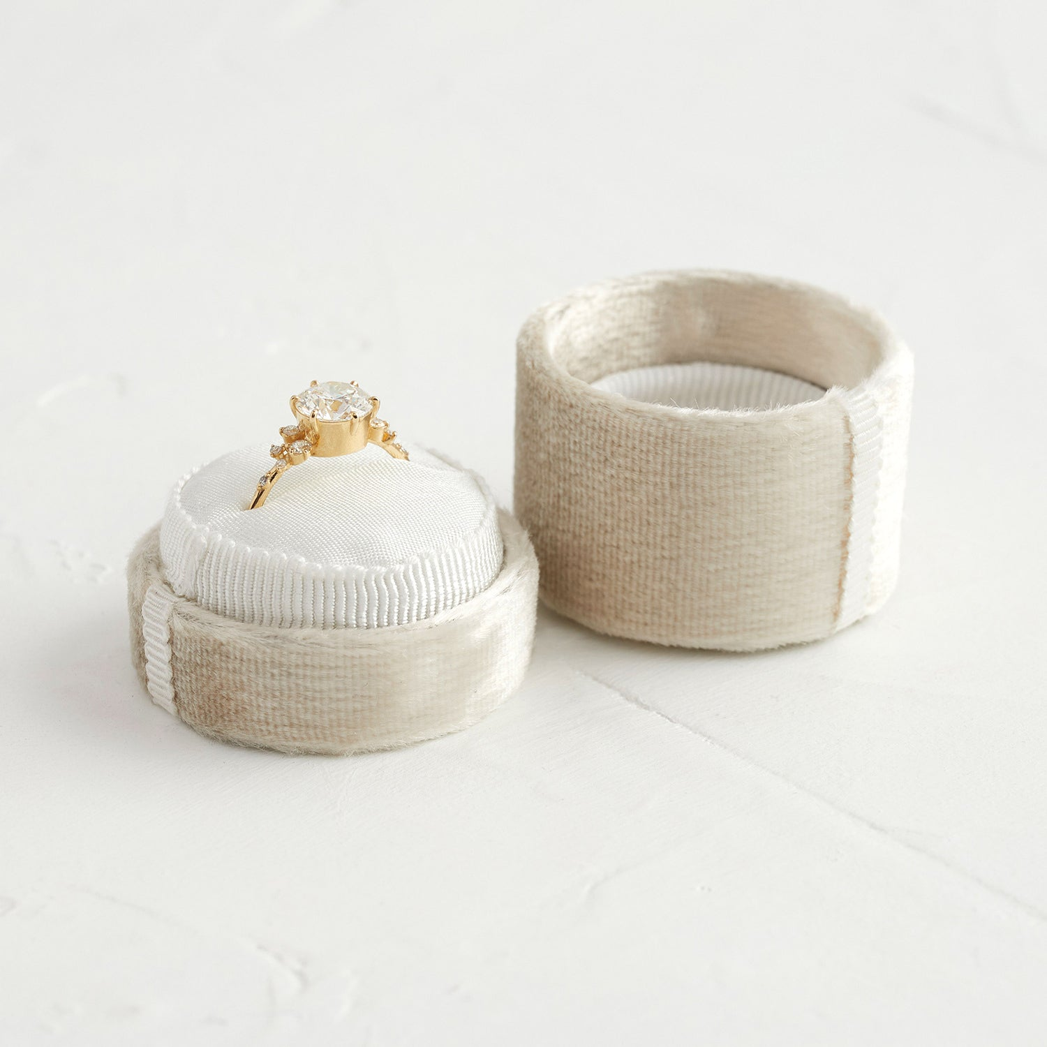 Velvet Ring Box in Ivory