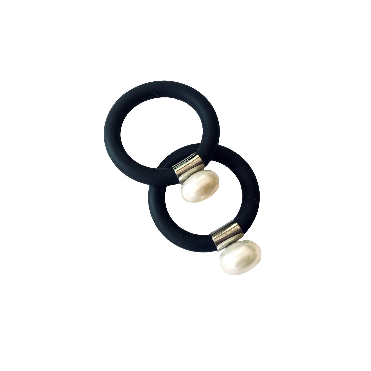 Freshwater and black neoprene ring