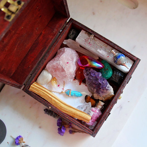 Witchy Treasures Box - Crystal Set - 4
