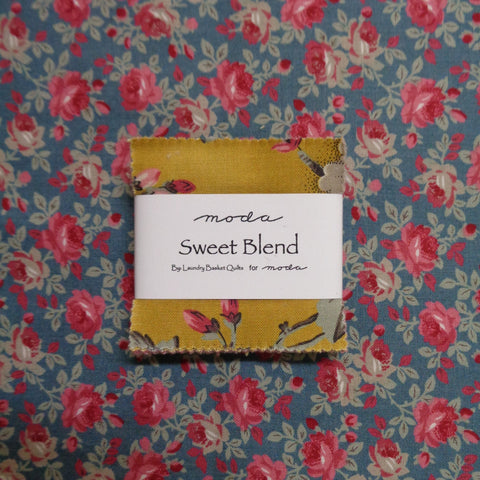 Moda Sweet Blend Mini Charms plus FQ (smokey blue)