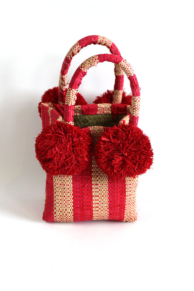 We adore Straw Handbags!